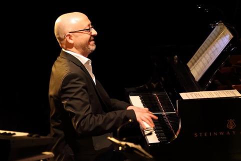 Laurent de Oliveira, professeur à la Bill Evans Piano Academy