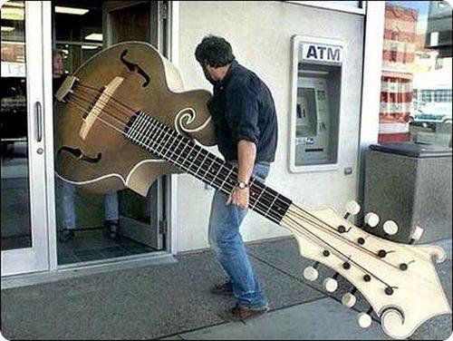 Faut-il de grandes mains pour jouer de la guitare !?